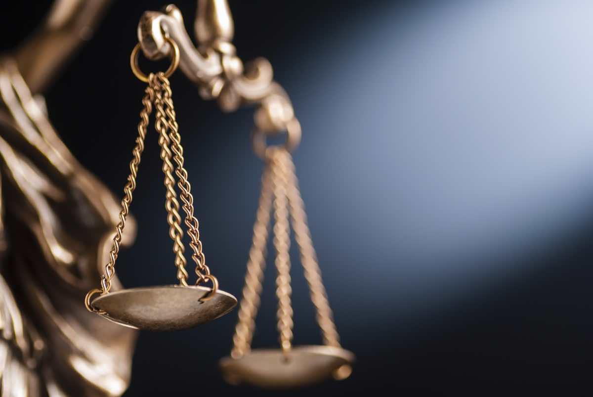 Dos balanzas de justicia